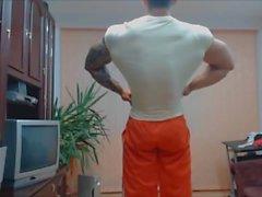 bodybuilder posiert muskel