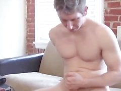 danny wylde ensinando masturbação (completo)