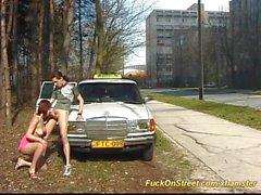 nudité en public gorge profonde de plein air taxi baiser devant la rue