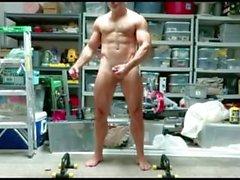 muskel papa posiert biegen nackt