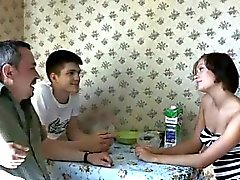 brunette mari trompé vieux jeune russe