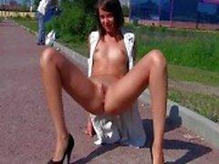 europeo de chicas flash intermitente de tráfico desnudo en público