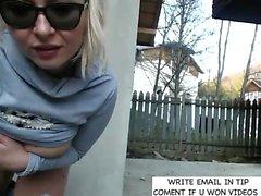 amatör stora bröst blondin utomhus offentlig