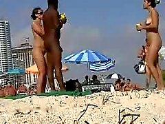 amatööri ranta musta ja ebony julkinen alastomuus