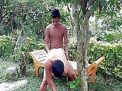 dilettante sesso anale asiatico senza sella