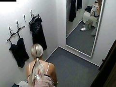 vidéos caméra cachée sexe caché vestiaire privé
