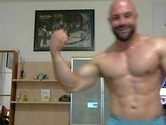 bodybuilder biegen posiert musce