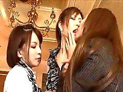 asiatique lesbienne lécher