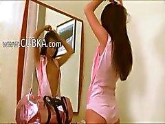 amateur brunette masturbatie spiegel broodmager