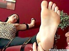 bdsm pliegue pies de del fetiche dedo del pie chuparse amateur