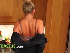 dilettante bambino biondo cucina nylon