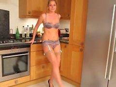любительский милашка блондинка кухня нейлон