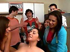 dilettante pompino brunetta college sesso di gruppo