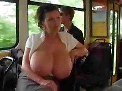 любительский большие сиськи брюнетка автобус хардкор