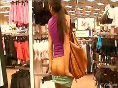 knippert in het openbaar meisje knipperen naakt naakte meisjes naakten in het openbaar