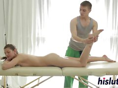 babe brunett europe massage små bröst