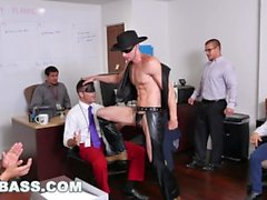 kargı hart grabass kapmak göt patronu iş arkadaşı işadamı latino gay porno pornosu