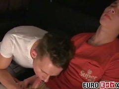 euroboyxx twink jovem euro homens sem cortes hardcore boquete bareback grande pau ejaculação spitroast repuxa fora masturbação twunk