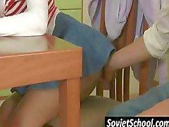 brunette russisch schoolmeisje