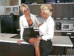 lesbisch orale seks blond grote tieten likken de vagina
