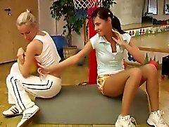 blondi ruskeaverikkö lesbo teini-ikäinen
