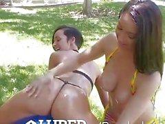 3some oljad utomhus