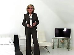 isot tissit blondi alusvaatteet itsetyydytys