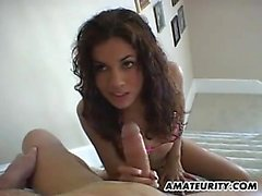 amateur girlfriend guzzles his load in the stairs