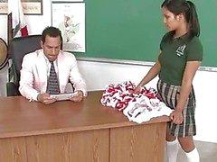 aziatisch pijpbeurt klas naakte schoolmeisjes