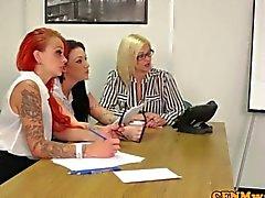 gruppe handjob rucken büro