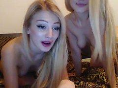 amateur blond lesbienne petits seins