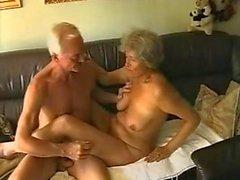genç yaşlı ninelerin danimarkalı anne baba