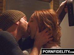 de katy baiser ryan madison pornfidelity rough katy bisou ceinture étouffement rousse rousse douille
