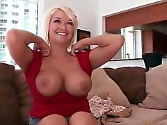 big boobs blondine fingersatz milf