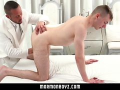 MormonBoyz - Hung muscle daddy barebacks his twink