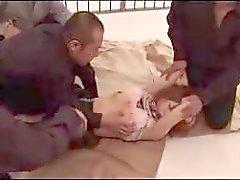 aasialainen gang bang sukkahousut punapäät vankila