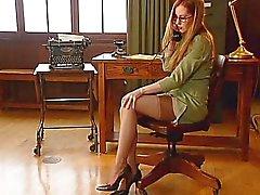 rothaarige sekretärinnen strümpfe