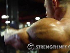 bodybuilder posiert muskel homosexuell