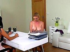 amatör bebek büyük göğüsler