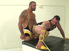 bareback gay gli omosessuali gay gli uomini gay muscolari gay