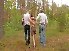 brunette bos buiten russisch tiener