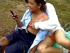 amador asiático bebês ao ar livre