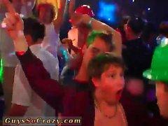 boquetes posições alegres gays alegres do grupo o sexo alegre os twinks alegre