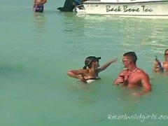 público fora adolescente jovem barco barco sexo festa