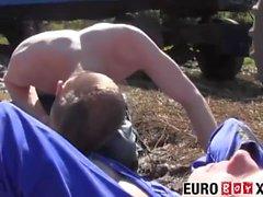 euroboyxx twink euro jung männer im freien öffentlich küssen blowjob hahn saugen reiten cowboy ass fick ungeschnitten missionar cumshot twink