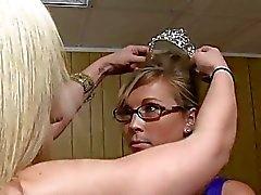 colegio chicas universitarias chica con chica actos novatadas hot lesbo porno