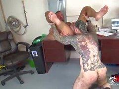 groß schwanz bareback creampie bart homosexuell wolf tätowiert po lecken arsch lecken schwanz ringmuskel gebohrt gepflügt