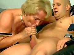 blondinen omas durchdringend