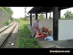 offentlig nakenhet gammal ung tjeckiska utomhus