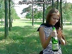 amateur college meisje dronken